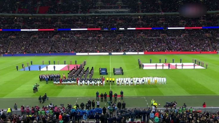 Les 70 000 spectateurs présents dans le stade de Wembley ont chanté La Marseillaise ce mardi, avant le match amical entre la France et l'Angleterre (21h00), en hommage aux victimes des attentats de vendredi à Paris et à Saint-Denis.