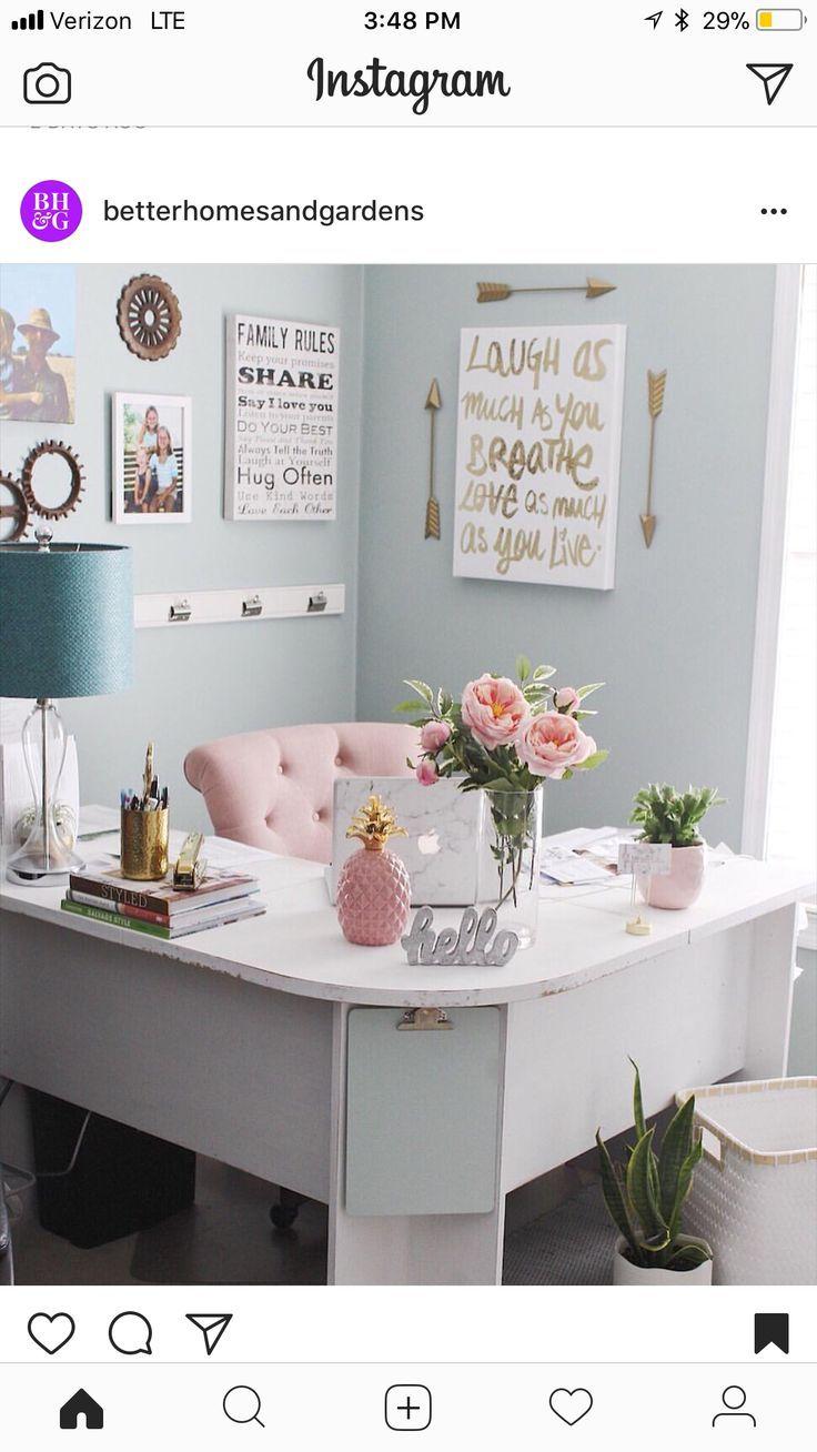 Farben und Schreibtisch aufstellen. – Janeth Martinez