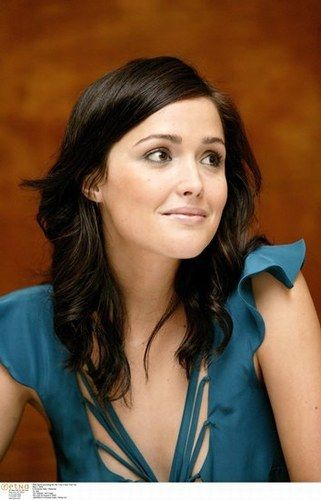 : Girls Crushes, Hair Colors, Medium Length, Shorter Hair, Dark Hair, Hair Cut, Sydney Australia, Natural Make, Rose Byrne