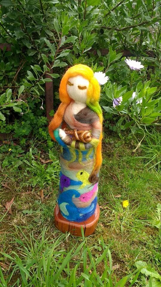 La Pincoya, ser mitológico de la Isla Grande de Chiloé, en vellon agujado, creda por Vellonas Chilhué