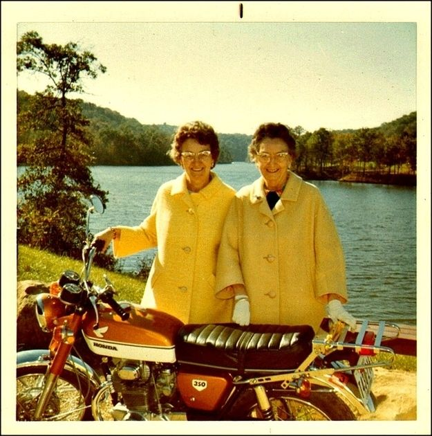 These rad ladies. | 33 Reasons Mustard Yellow Is The Very Best Color