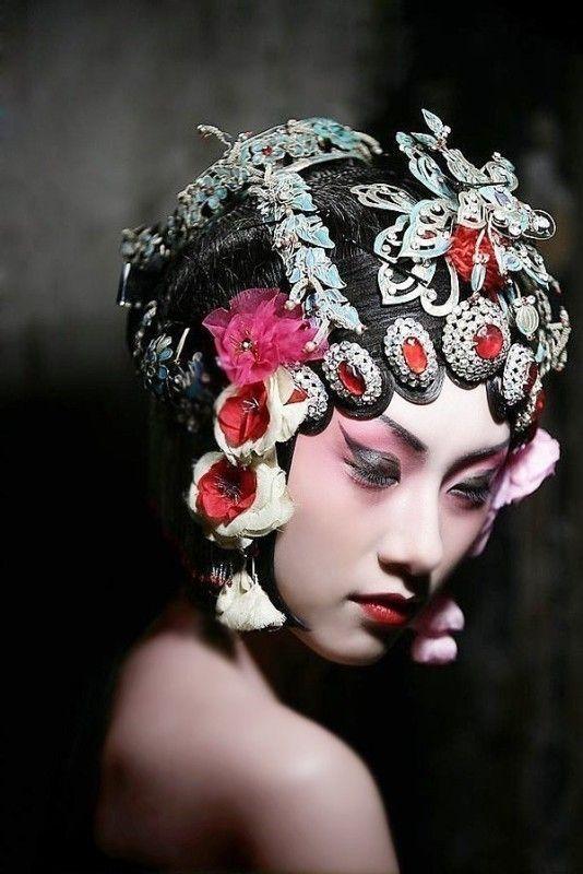 Chinese opera makeup