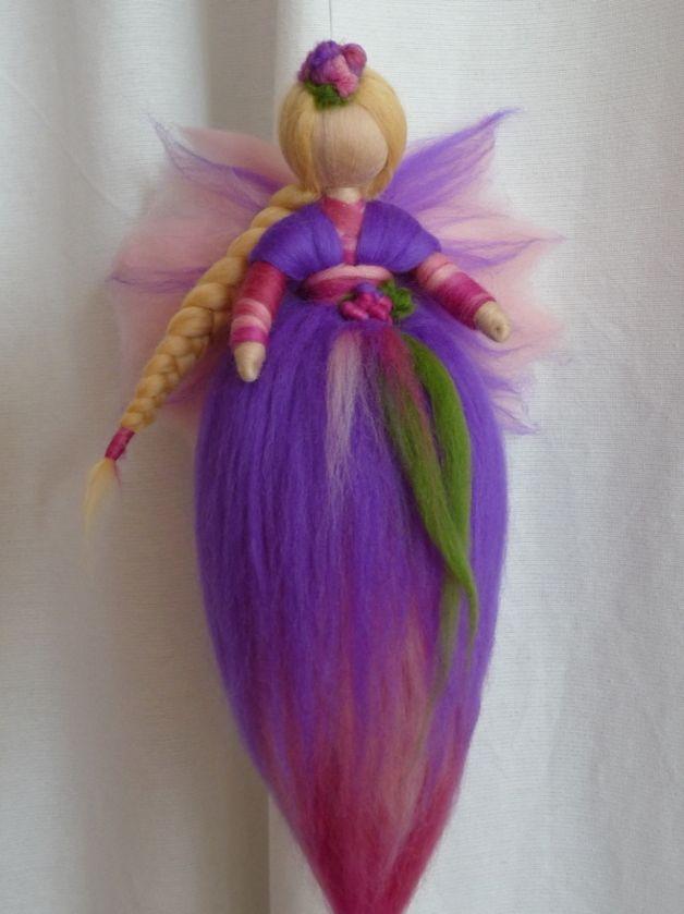 Jahreszeitentisch - Elfe aus Märchenwolle*Waldorf Art - ein Designerstück von Holzwolle-Spielkunst bei DaWanda