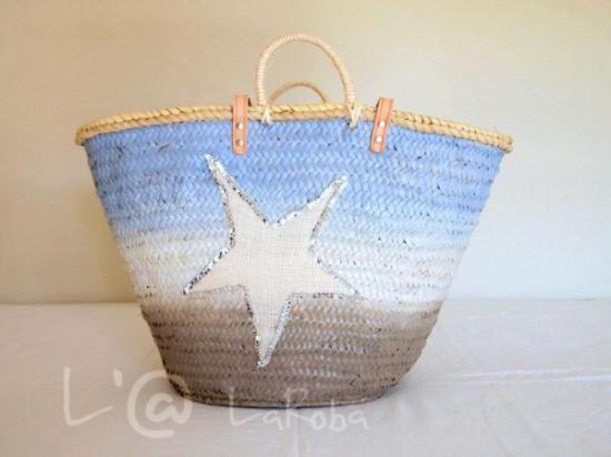 Capazo colección Tricolor, pintado a mano con chalk paint y como decoración una estrella de yute con reborde de lentejuelas, por larrobadevicky.blogspot.com