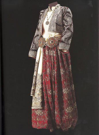 Traditional bridal (and later-on festive) costume, from Eskişehir. Late Ottoman, end of 19th - early 20th century.  Sadberk Hanim Museum