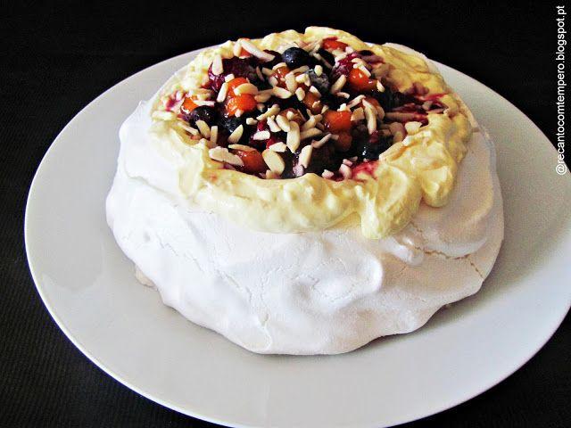 Pavlova com mousse de manga (Dulcis), frutos vermelhos e amêndoa