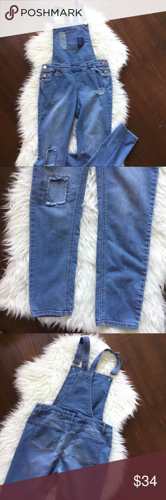 """Vintage Cherokee Denim Pants Overalls Size 30 The perfect pant overall!  • Cherokee brand  • Medium wash blue denim • Bronze colored buttons • Slightly distressing on leg area • Tag says xl, measures to a 30"""" waist • Inseam 29"""" • Fitted skinny straight leg Cherokee Jeans Overalls"""