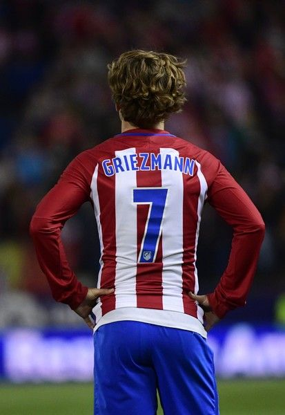 Atletico Madrid's French forward Antoine Griezmann stands on the pitch during the Spanish league football match Club Atletico de Madrid vs Villarreal CF at the Vicente Calderon stadium in Madrid on April 25, 2017. / AFP PHOTO / PIERRE-PHILIPPE MARCOU