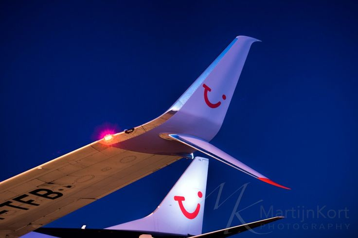 A nice close-up of our new split scimitar winglets on the Boeing 737-800. This extra little fin, aiming downwards, safes us an other extra 1-2% of fuel on each flight. Meaning less costs and more important, it means less fuel consumption so we have a smaller footprint on nature.
