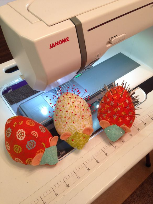 Free Pattern: Hedgie Pincushion  #diy  #sewing