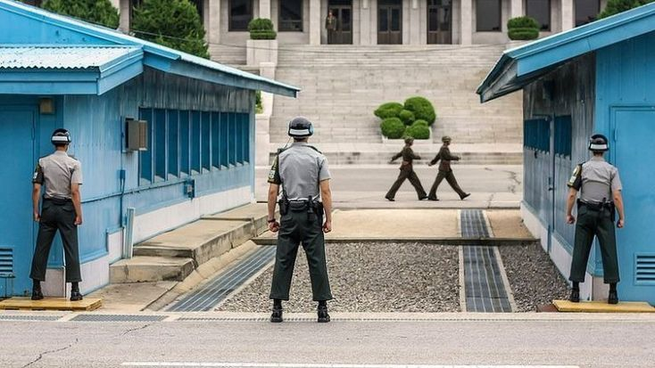 South and North Corean border - Panmunjom:   Jediné turistické miesto na svete, kde podpisujete zodpovednosť za svoju smrť. Na Kórejskej hranici je totiž streľba na pravidelnom programe | interez.sk