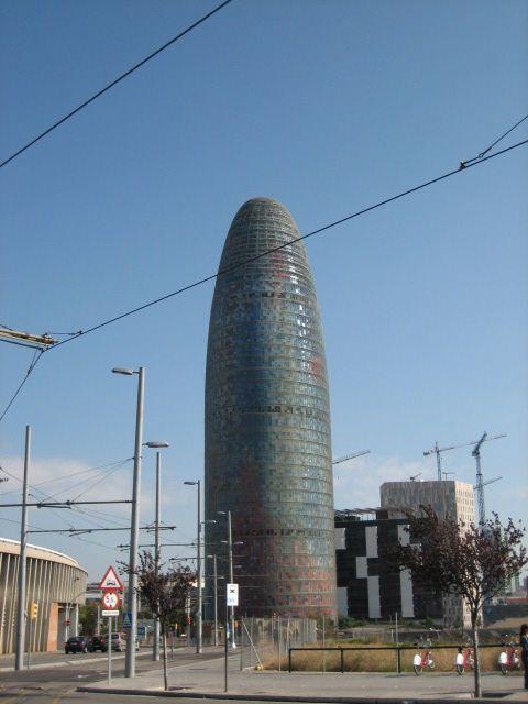 In 2005 werd de Torre Agbar aan de skyline van Barcelona toegevoegd. Het ongewone ontwerp van de opvallende wolkenkrabber zorgde voor een polemiek maar tegenwoordig wordt het gebouw aanzien als modern symbool van de stad Barcelona.