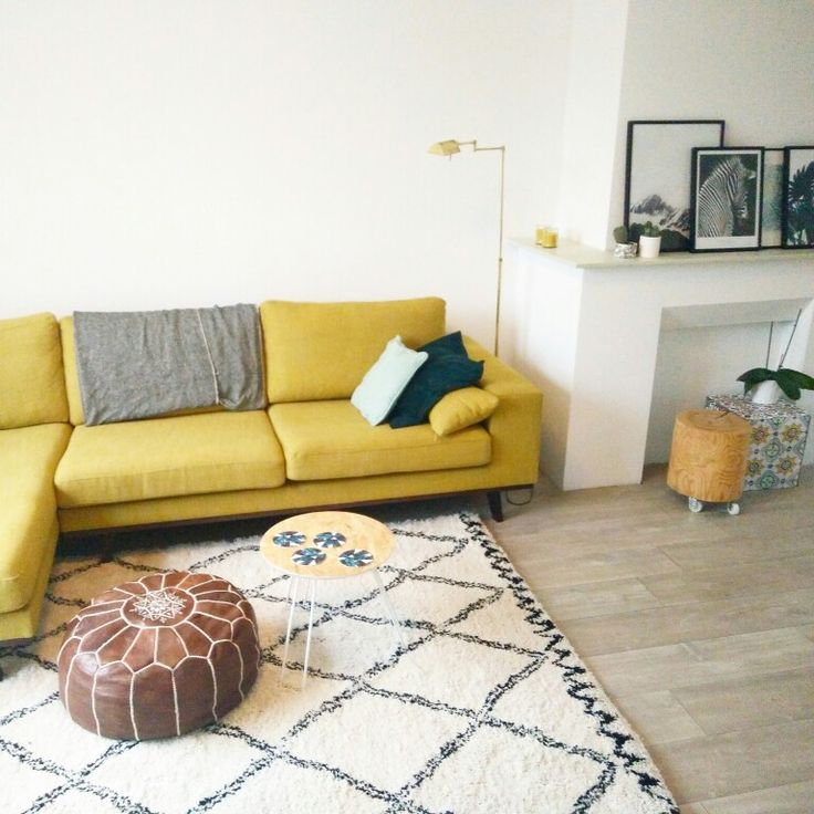 Yellow couch, Wehkamp, gele bank, gouden lamp