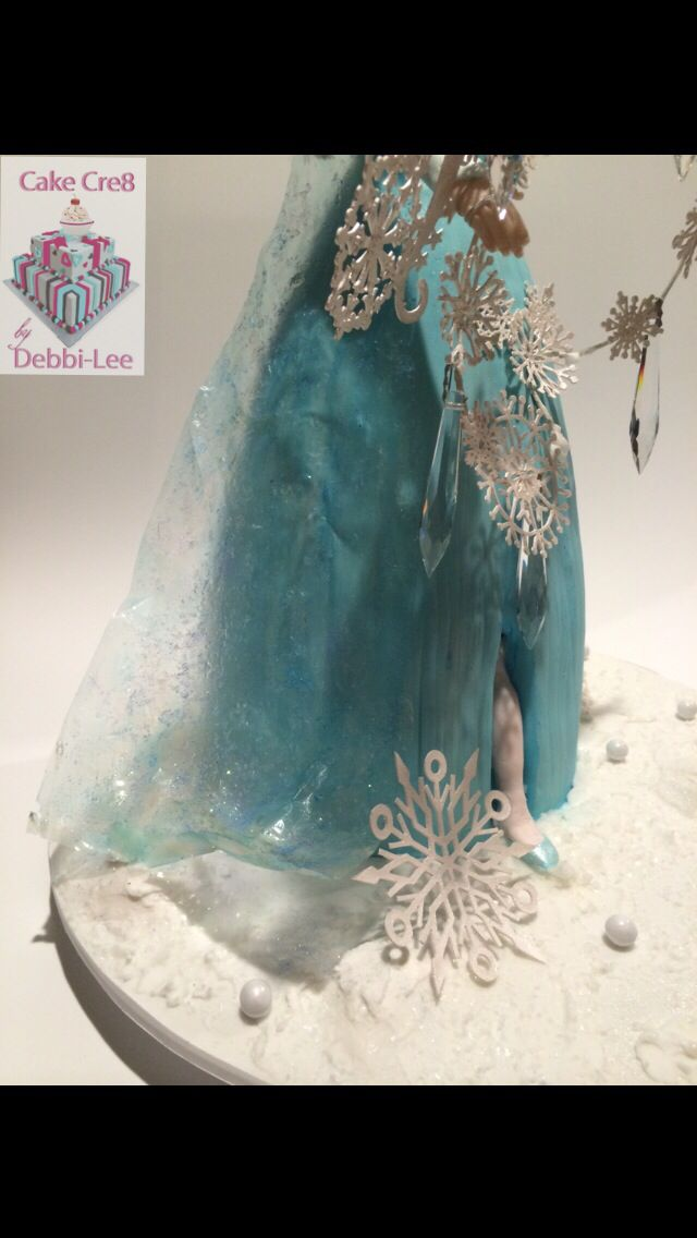 Gelatin details, on my Elsa  doll cake,