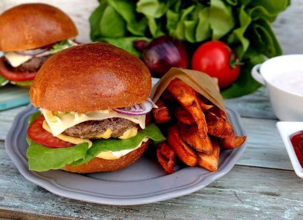 Nehéz ellenállni az ínycsiklandó hamburgernek, még akkor is, ha az ember komolyan veszi a diétát. Mostantól viszont szabad a pálya, itt a ham...