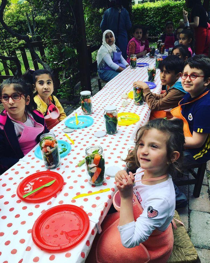 Turşu Kurma Atölyesi #ztbb#eğitim#atölye#çocuk#çocukatölyesi#festival#merkezefenditıpfestivali http://turkrazzi.com/ipost/1515198821423845494/?code=BUHEUzbDxB2