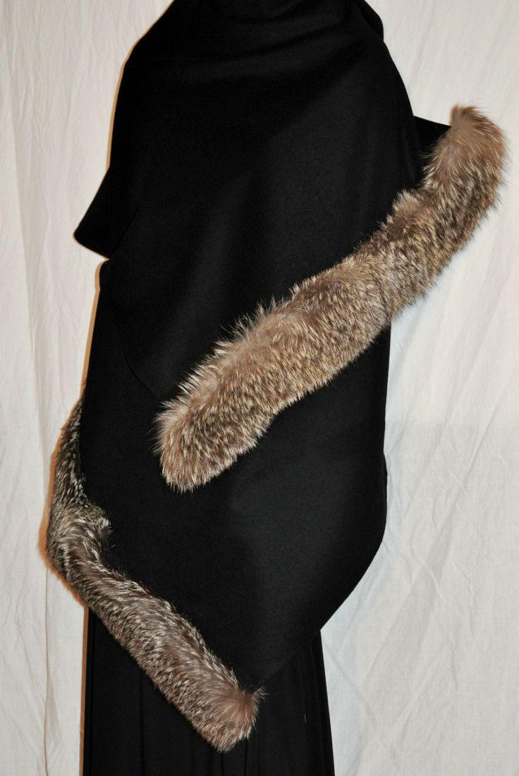 Amazing&Original Woman Throw Tippet Wrap Arctic Fox Black Wool Grande Stola Mantella Donna Lana Nero e Pelliccia Volpe Argentata Bellissima di BeHappieWorld su Etsy