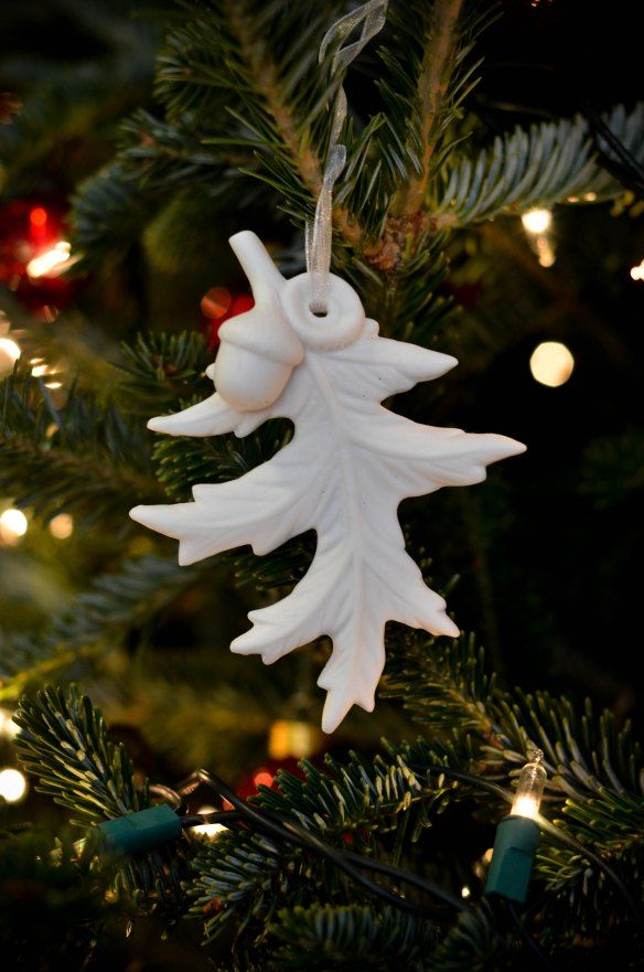 This ornament craft is so gorgeous! You can make this homemade Christmas ornament with a few basic supplies and lots of love.