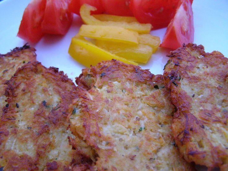 Brambory, mrkev, petržel i celer nastrouháme na jemném struhadle, přidáme nasekanou cibulku a zelenou petrželku, vajíčko, prolisovaný česnek,...