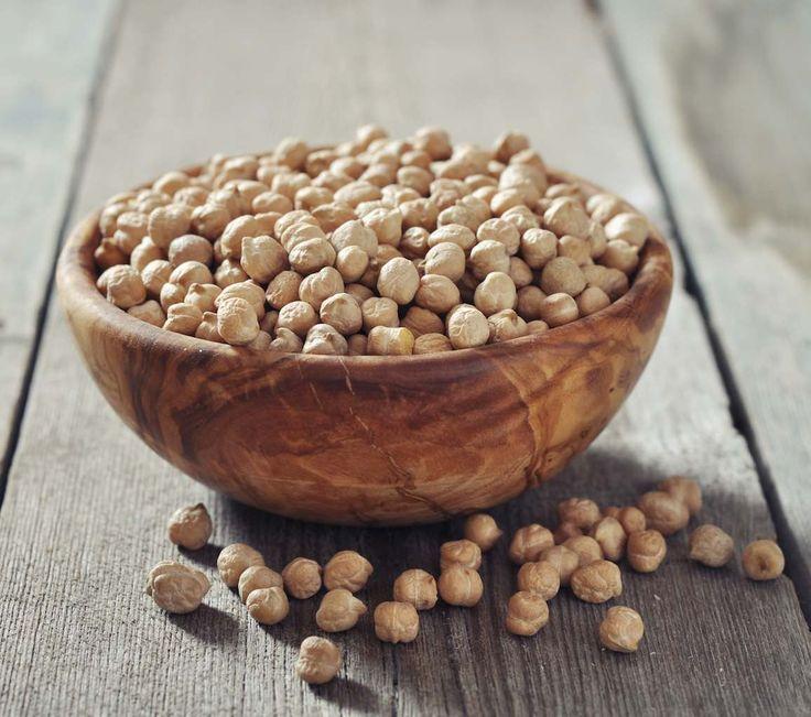 De cand quinoa a inceput sa devina cunoscuta drept un superaliment (aviz vegetarienilor: este o proteina completa), are tot mai mult succes in bucatarie. Exista o multime de retete cu quinoa de la salate si