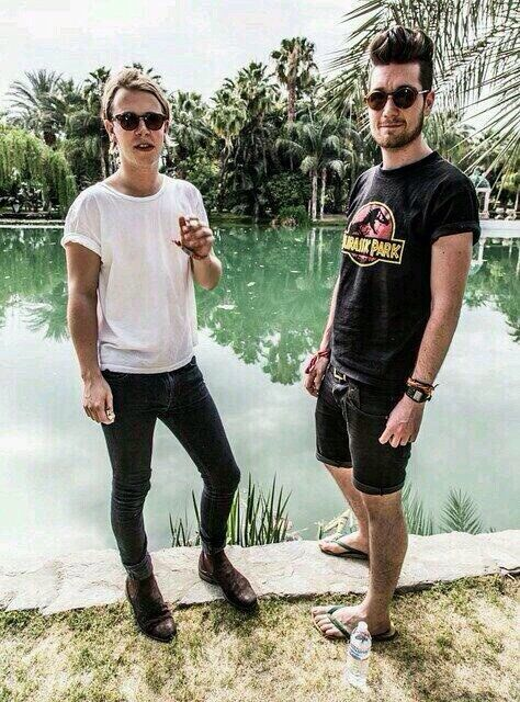 stormerinaction: thedrawfreaksmeout: DAN AND TOM ODELL // DAN IN SHORTS!! :O flip flops. WHAT DO YOU GUYS THINK WILL COME OUT OF THIS?!?!?!