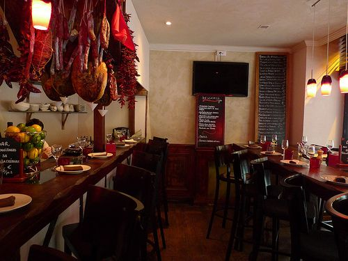 Dans les Landes-good inexpensive tapas bar lunch/dinner in the 5th