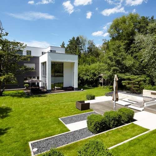 Mediterraner stadtvillengarten mit gro z giger terrasse for Gartengestaltung janzen