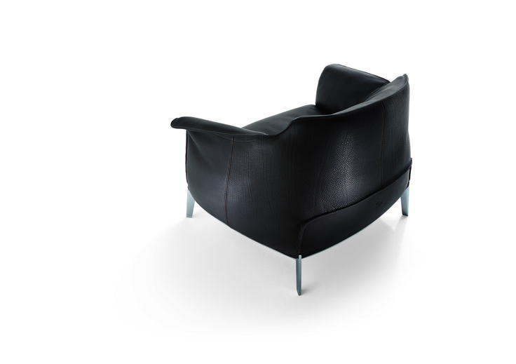 Jean-Marie Massaud has designed the Archibald Gran Comfort in a completely new interpretation of the Archibald project, of which it offers a refined and informal version.  The central element is the large and soft seat cushion. The luxurious and soft leather bag with abundant goose-down padding sits in contrast with the architectural style of the steel shelf which supports it.  Discover more on: http://poltronafrau.com/en/catalogue/archibald-gran-comfort