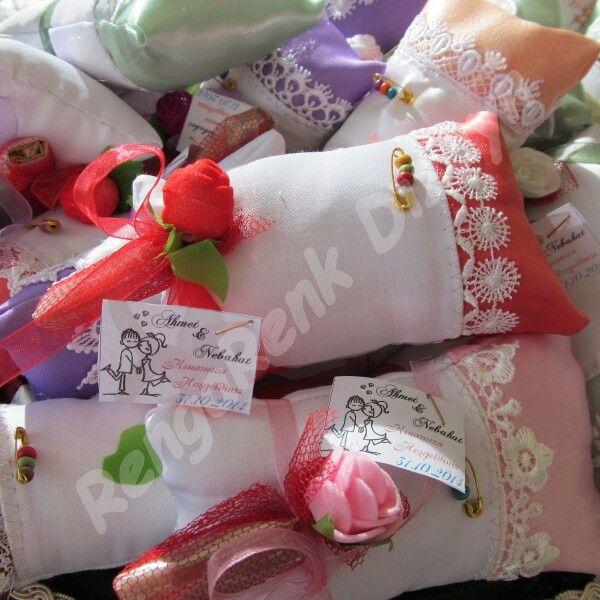 Misafirlerinize hediyeniz minik yastiklar olsun :)