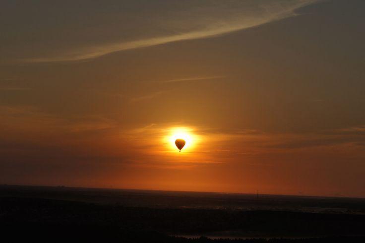 Balloon over sun ® Photo by RoCo