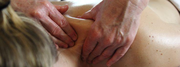 Massage vermindert stress, je immuunsysteem wordt sterker en je krijgt een gevoel van veiligheid en geborgendheid. Dat zijn de drie belangrijkste conclusies van een wetenschappelijk onderzoek naar de meetbare effecten van massage, dat onlangs in Los Angeles werd afgerond aan het Cedars-Sinai Medical Center. Hoe konden de onderzoekers eindelijk het weldadige gevoel dat ontstaat bij een massage meetbaar maken? Je leest het in deze blog!