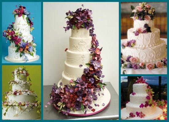 Bolos de casamento com arranjos florais harmonizando com os da festa dão um colorido a mais.