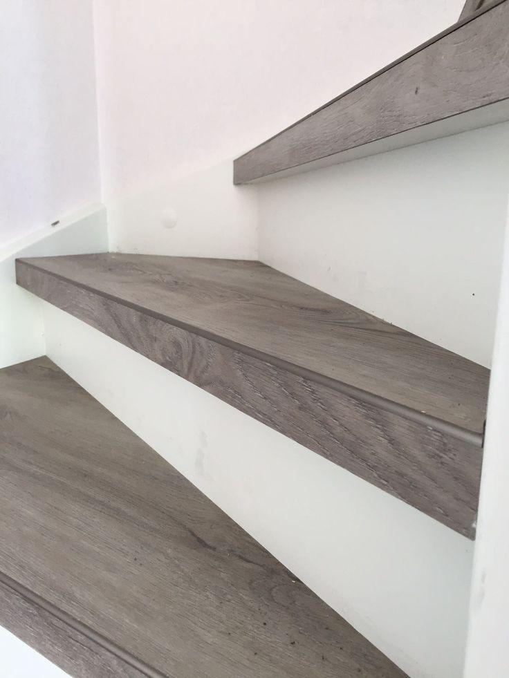 De trap beplakt met PVC