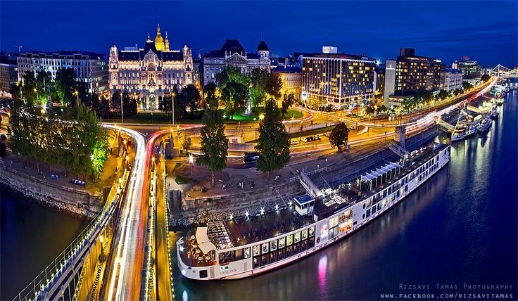 Budapest Lights. view on Fb https://www.facebook.com/BudapestPocketGuide credit: Tamas Rizsavi #budapest
