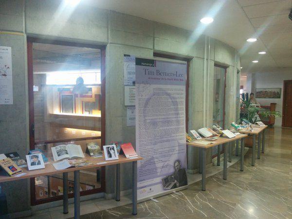 """""""Homenaje a Tim Berners-Lee: Inventor de la Word Wide Web"""". Muestra bibliográfica organziada por la Biblioteca de la ETSIIT. Inauguración 25 de noviembre de 2015. #bibliotecaugr #exposiciones #TimBernersLee #www"""