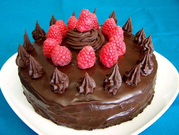 Chocolade-frambozentaart, verjaardag, veganistisch, zonder melk, zonder ei