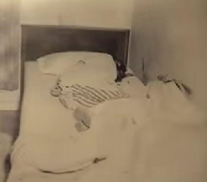 """""""Yacía sobre un costado, cara a la pared y la pared estaba cubierta de sangre"""". Testimonio de Larry Hendricks, describiendo como fue hallado el cuerpo de Nancy Clutter.  """"-Hay demasiada sangre por las paredes. No te has fijado bien."""" Nancy Ewalt contestando a Susan Kidwell, quien afirmaba, en su desesperación, que Nancy Clutter no estaba muerta, que solo había sangrado por la nariz."""
