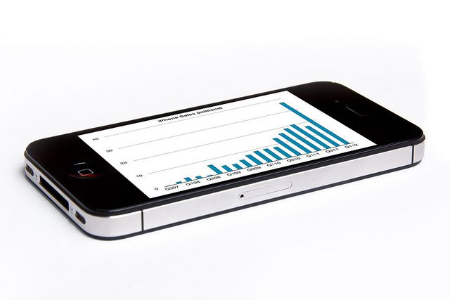 Smartphones sell more than feature phones for the first time ever:IDC