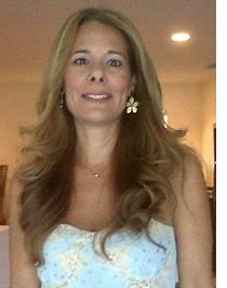 Nacida en Argentina, Paula Kaminsky es conocida por ser una ejecutiva responsable, organizada y decidida, con más de 15 años de experiencia en el entretenimiento y la industria de marketing.