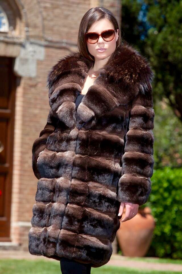 Brown Dyed Chinchilla Fur Coat with Dyed Fox Fur Collar