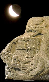Quetzalcoatl in his serpentian UFO: Olmecs knew far more about the interstellar travels that our cautious archaeologists are willing to admit. And these former men had a great mastery not only of the observation of stars, but also of the great astral cycles with an astounding accuracy. This is a very specialized knowledge about the internal structure of our galaxy