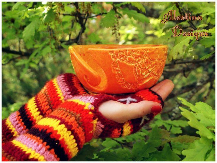 #my_ceramics #yarn_bowl #Lace_texture_yarnbowl #crochet_fingerless_mittens #handwarmers #orange_inspiration