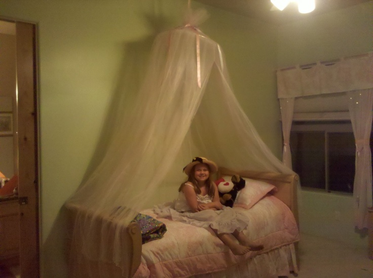 26 best images about diy princess bed canopy on pinterest for Easy canopy bed ideas
