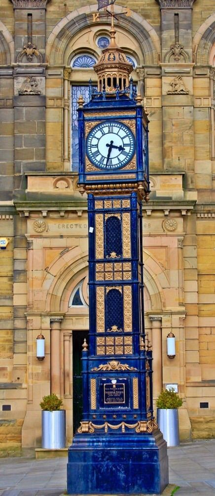 Clock at Gateshead, Tyne and Wear, England - photo by richard hyett, via Flickr