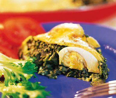 Spenatpaj är en spännande och annorlunda matpaj med en god fyllning av spenat, muskotnöt, ricottaost och ägg. Detta pajrecept passar dig som söker en utmaning i köket.