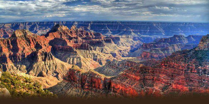 Het gesteente dat nu bloot komt te liggen is volgens metingen circa 2 miljard jaar oud. De wanden van de Grand Canyon zijn roodachtig gestreept door de verschillende samenstellingen van de lagen in de successie. Het rode gesteente van de Grand Canyon wordt op zijn mooist gewaardeerd vlak na zonsopkomst en even voor zonsondergang.