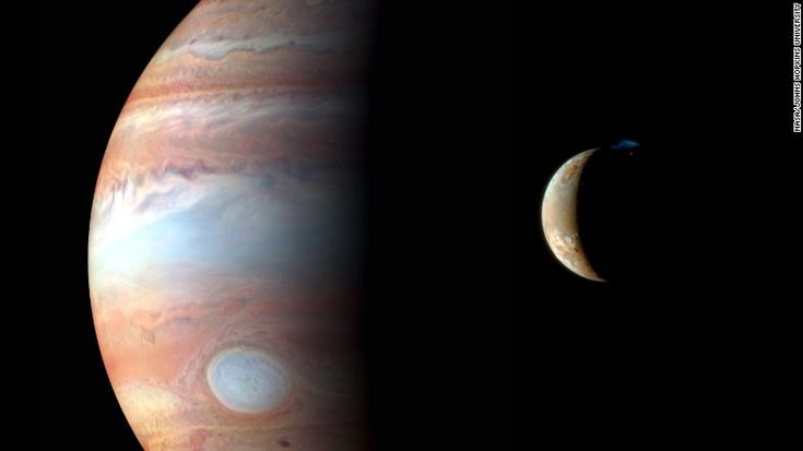 On the way to Pluto: New Horizons captured this image of Jupiter and its volcanic moon Io in early 2007.