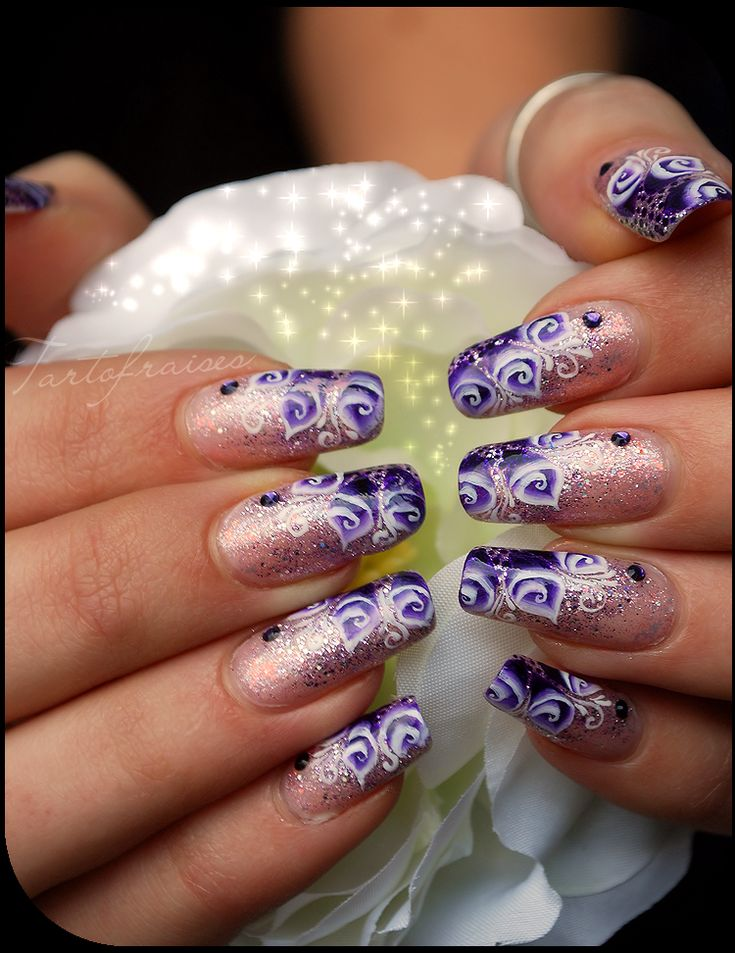 Beautiful nail art by Tartofraises, she has the most beautiful nails I've ever seen!