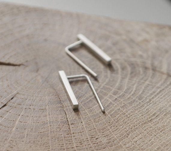 . Delicaat. Minimale. Uniek. Deze sierlijke bar oorbellen zijn geïnspireerd door de geometrie en strakke lijnen, eenvoudige maar elegante. Ze zijn comfortabel om te dragen dagelijks een verfijnde touch toe te voegen aan uw casual look. Beste cadeau voor liefhebbers van design! :: Materiële > sterling zilver :: De gewenste opties hebt > geoxideerde / glanzend / mat :: Ca. metingen Bar van 2 x 2 mm / hoogte 22mm - Stick diameter beschikbare opties >> 1mm / 0,...