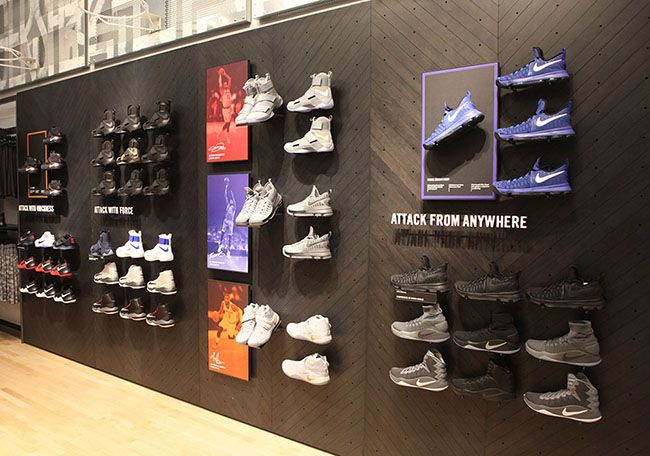 Nike Soho Fifth Floor 3 Jpg 650 456 Diseño De Tienda Exhibición Del Zapato Disenos De Unas